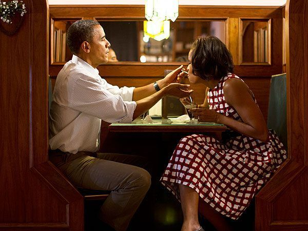 barack and michelle obama feeding each other